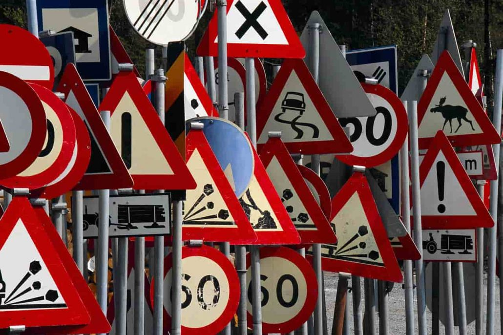 کاربرد تابلوهای ترافیکی